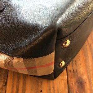 Burberry Bags - Burberry Welburn Medium Leather Tote (Black)